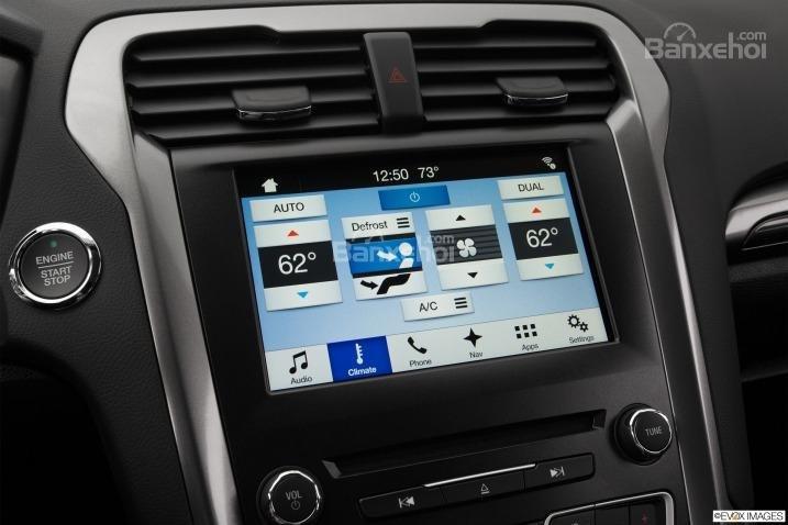 Đánh giá xe Ford Fusion 2017: Xe được trang bị nhiều tính năng hữu ích.