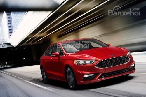 Đánh giá xe Ford Fusion 2017: Xe cho cảm giác lái chính xác và nhanh nhạy.