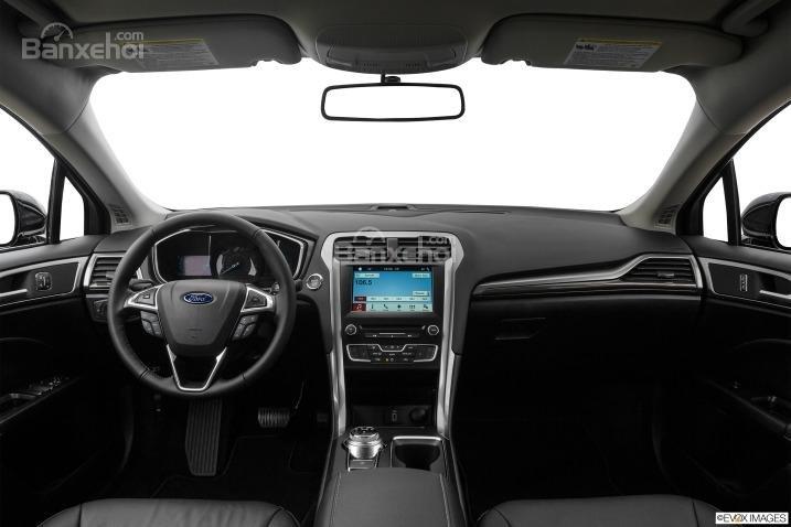 Đánh giá xe Ford Fusion 2017: Nội thất xe có phong cách tươi mới.
