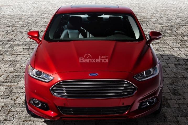 Đánh giá xe Ford Fusion 2017: Đầu xe có thiết kế đẹp mắt.