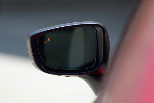 Đánh giá xe Mazda 6 2017 có gương chiếu hậu chỉnh/gập điện.
