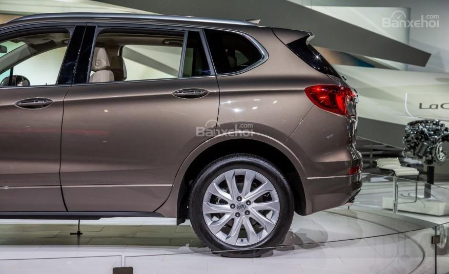Đánh giá xe Buick Envision 2016: Phía đuôi thân xe.