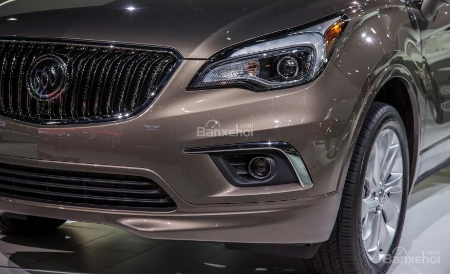 Đánh giá xe Buick Envision 2016: Đèn chạy ban ngày nằm dưới thấp.