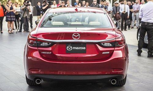 Đánh giá xe Mazda 6 2017 có đuôi xe lịch lãm, chi tiết hoàn thiện tinh tế.