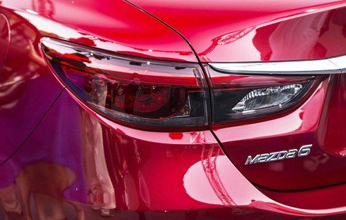 Đánh giá xe Mazda 6 2017 đèn hậu LED màu khói huyền ảo.