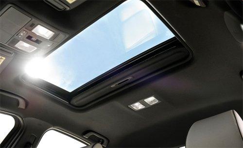 Đánh giá xe Mazda 6 2017 có cửa sổ trời phía trước, tiếc là vẫn chưa phải dạng panorama.