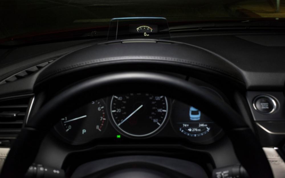 Đánh giá xe Mazda 6 2017 có cụm đồng hồ lái với 3 mặt đồng hồ cơ bản.