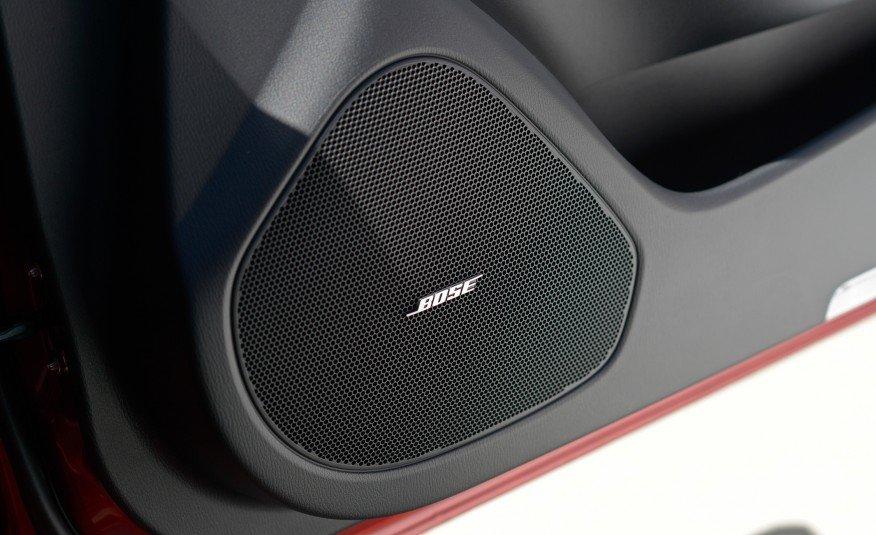 Đánh giá xe Mazda 6 2017 có dàn âm thanh với loa chất lượng cao.