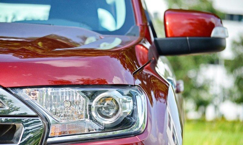 Đánh giá xe Ford Everest Trend 2016 có đèn pha Projector.
