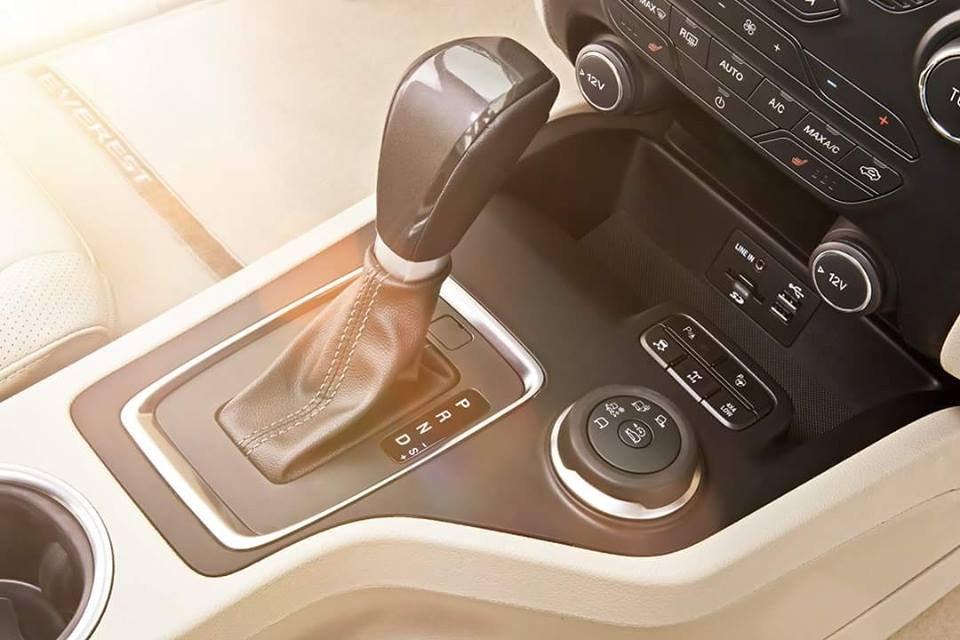 Đánh giá xe Ford Everest Trend 2016 có hộp số tự động 6 cấp.
