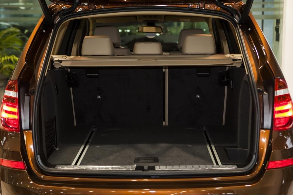 Khoang hành lý 550 lit của BMW X3 có thể mở rộng thành 1.600 lít khi gập hàng ghế sau.