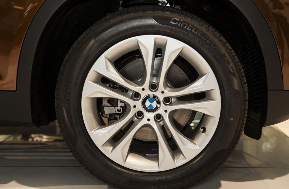 BMW X3 được trang bị vành hợp kim kích thước 18