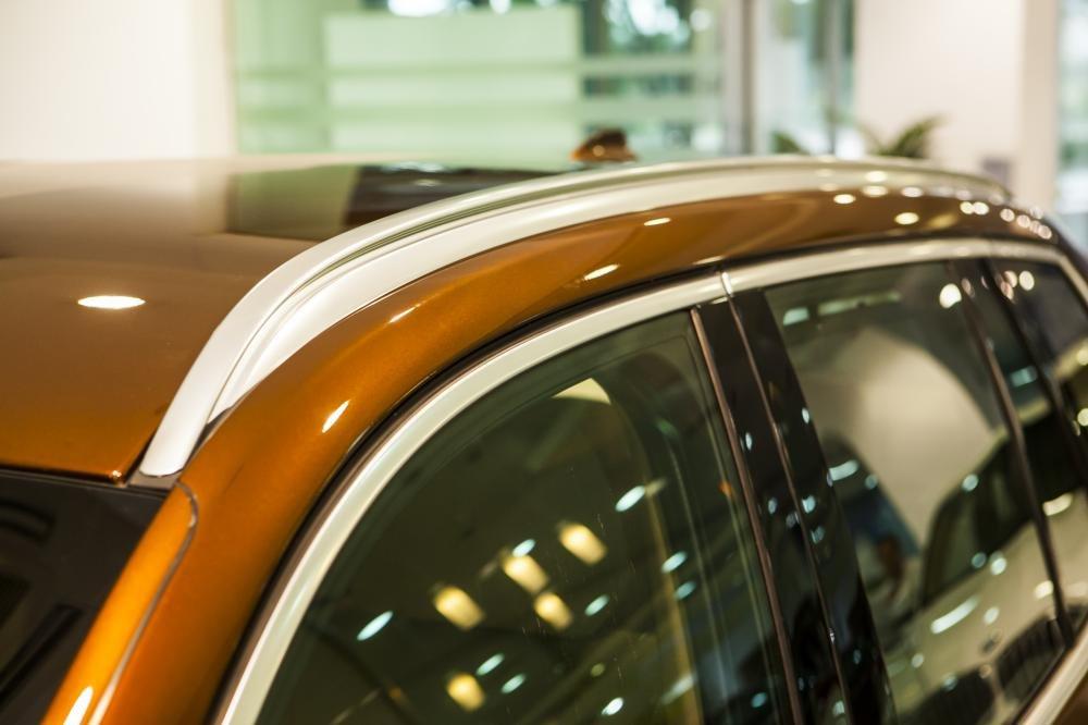 BMW X3 được trang bị baga mui bằng nhôm mờ.