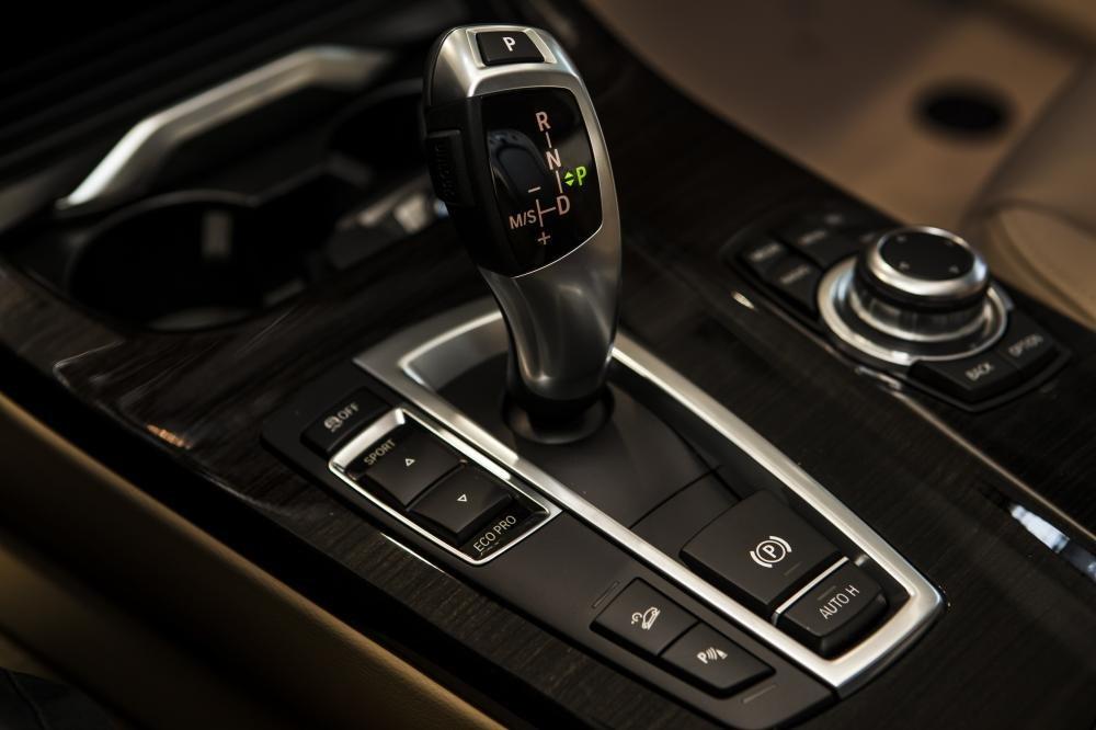 BMW X3 được trang bị hộp số 8 cấp.
