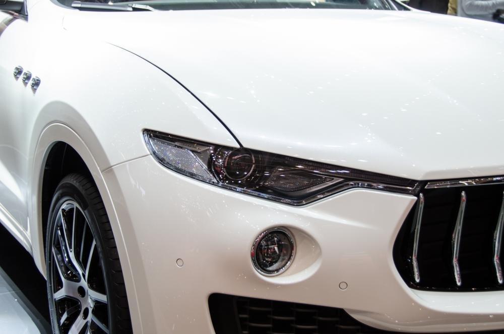 Đánh giá xe Maserati Levante 2017 có đèn pha LED Xenon công nghệ mới nhất.