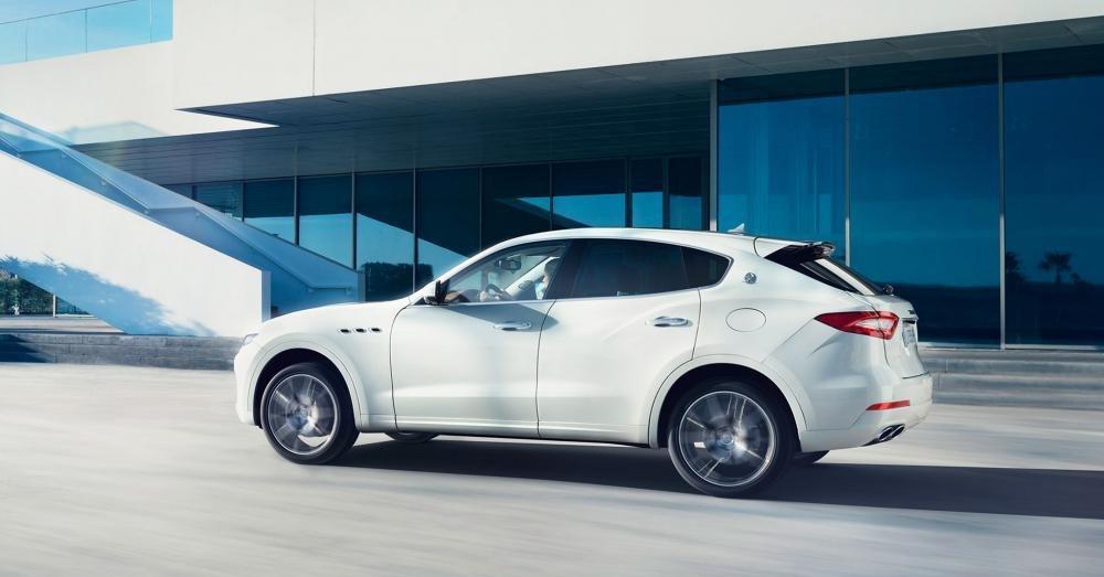 Đánh giá xe Maserati Levante 2017 có thân xe thể thao, cản gió tốt bậc nhất phân khúc.