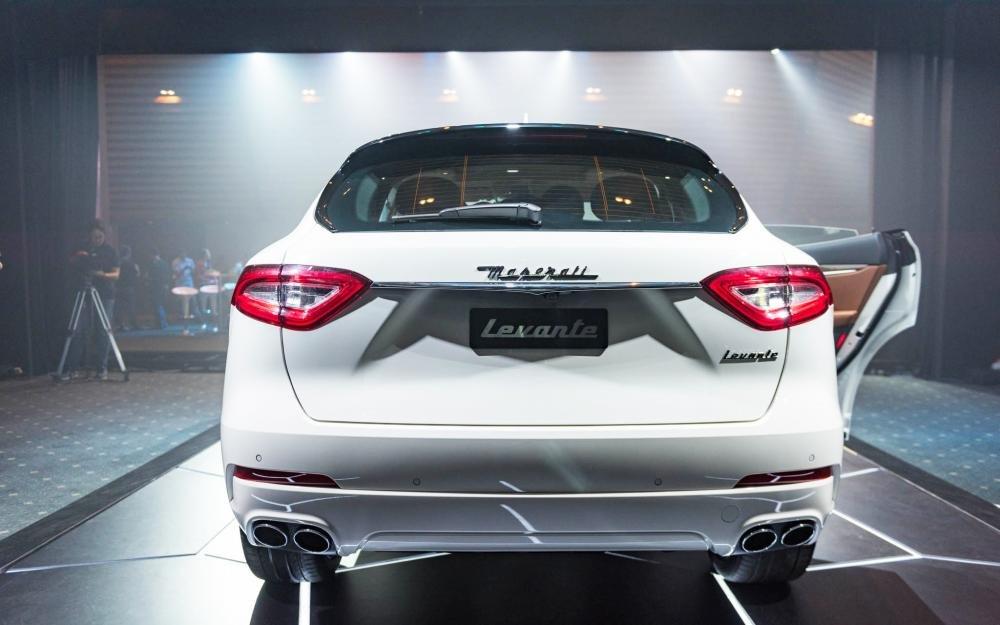 Đánh giá xe Maserati Levante 2017 có đuôi thiết kế tinh xảo, rõ nét từng điểm nhấn.