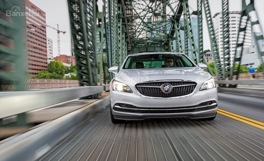 Đánh giá xe Buick LaCrosse 2017: Xe cho cảm giác lái yên tĩnh.