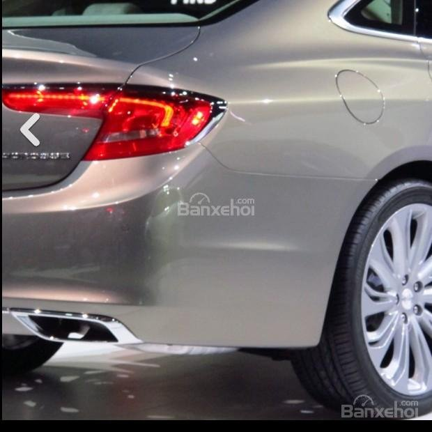 Đánh giá xe Buick LaCrosse 2017: Ống xả đơn đối xứng 2 bên.