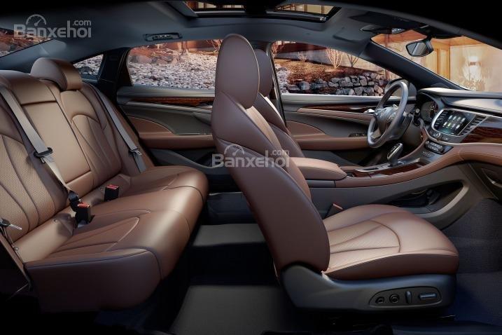 Đánh giá xe Buick LaCrosse 2017: Không gian ghế phía sau được cải thiện.