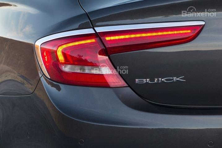 Đánh giá xe Buick LaCrosse 2017: Đèn hậu tích hợp LED.