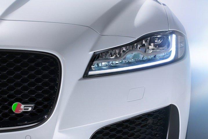 Đánh giá xe Jaguar XF 2017 có đèn pha thế hệ mới dạng full LED.