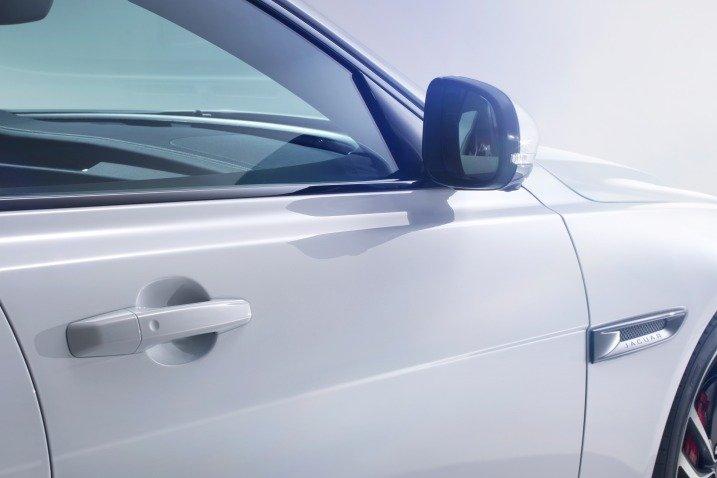 Đánh giá xe Jaguar XF 2017 có gương chiếu hậu chỉnh/gập điện tích hợp xi nhan.