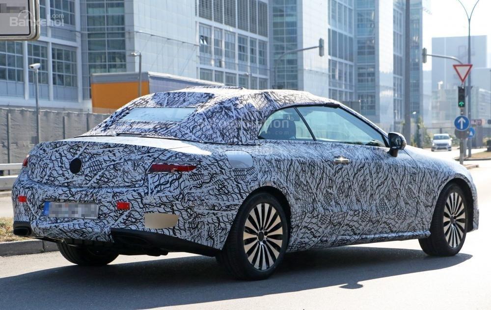 Mercedes-Benz E-Class Cabriolet chạy thử hé lộ thêm thiết kế ngoại thất 3