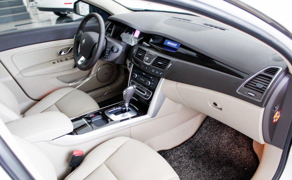 So sánh nội thất xe Volkswagen Passat và Renault Latitude - Cao cấp như nhau 6