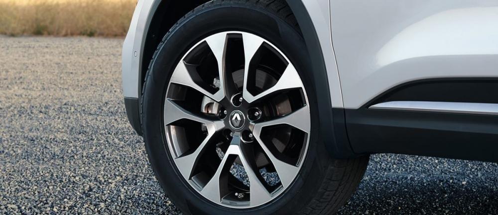 Đánh giá xe Renault Koleos 2017 có mâm xe cỡ 18 inch với la zăng 10 chấu.