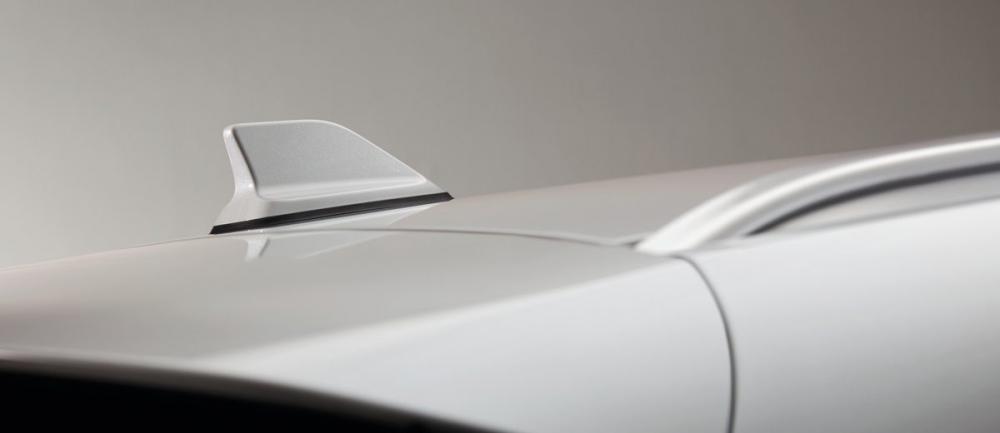 Đánh giá xe Renault Koleos 2017 có ăng ten vây cá mập.