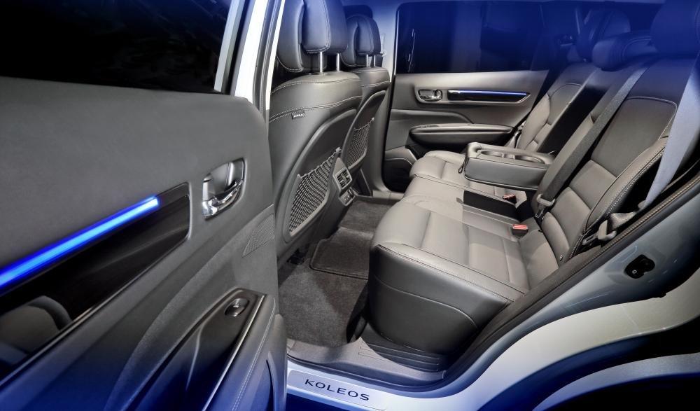 Đánh giá xe Renault Koleos 2017 có 3 chỗ ngồi với 3 tựa đầu êm ái.