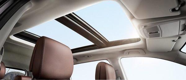 Đánh giá xe Renault Koleos 2017 có cửa sổ trời toàn cảnh lớn.