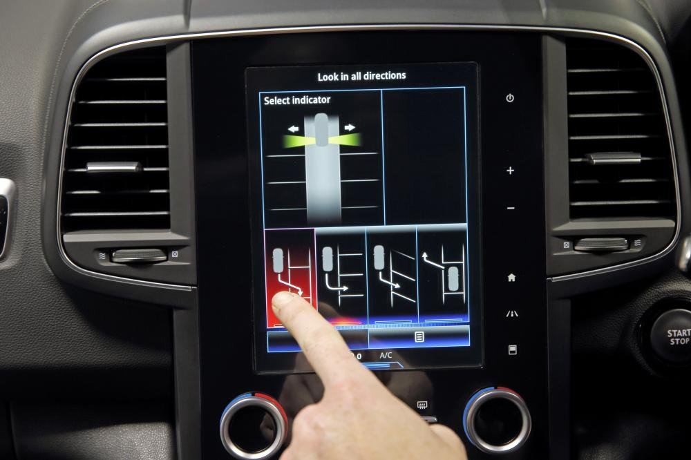 Đánh giá xe Renault Koleos 2017 có màn hình cảm ứng 8,7 inch đa tính năng.