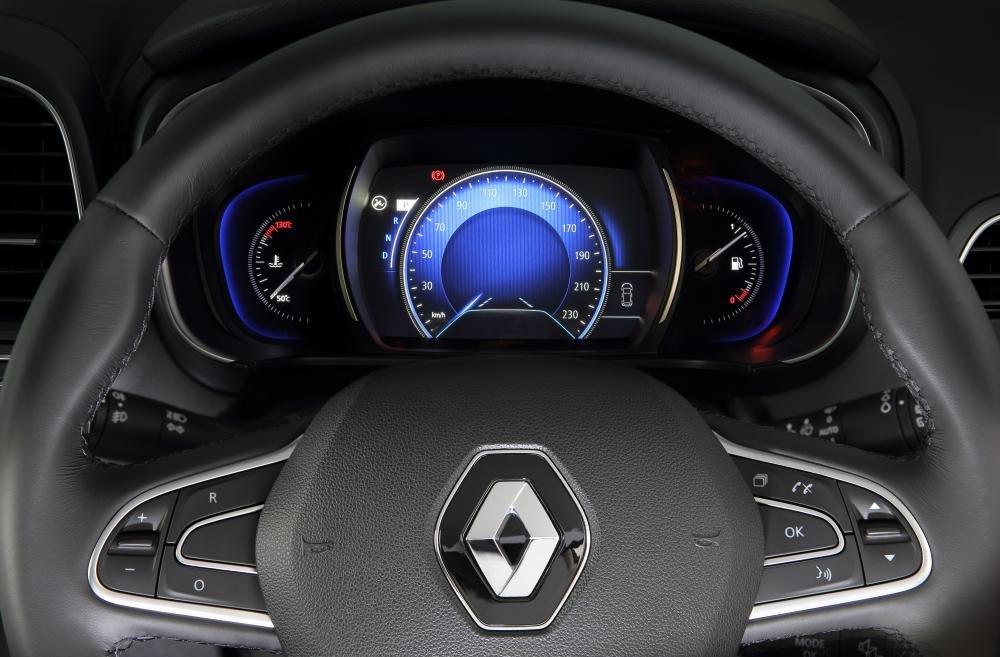 Đánh giá xe Renault Koleos 2017 có vô lăng 3 chấu với các phím bấm tiện ích.