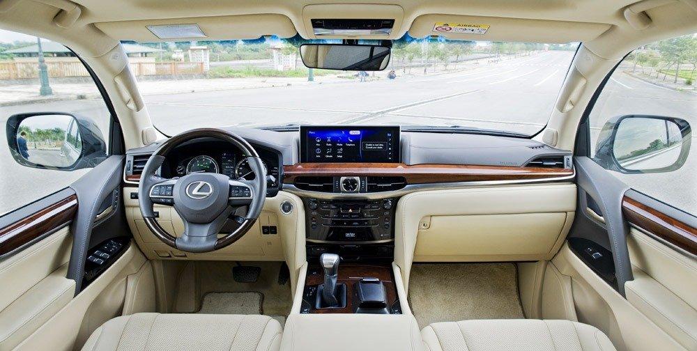 Đánh giá xe Lexus LX570:Nội thất của Lexus LX 570 2016 tạo ấn tượng mạnh mẽ nhờ vẻ hiện đại, tiện nghi và sự tinh tế trong từng chi tiết .