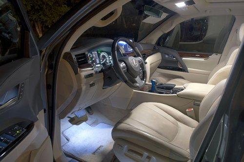 Đánh giá xe Lexus LX 570 2016: Các ghế ngồi được bọc da thật, trang bị đầy đủ các tiện nghi.