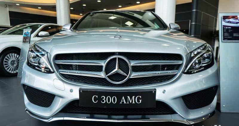 Đánh giá xe Mercedes-Benz C300 AMG 2016 có đầu thiết kế thể thao, bóng bảy.