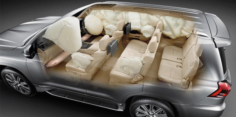 Lexus LX570 2016 được trang bị 10 túi khí xung quanh xe.