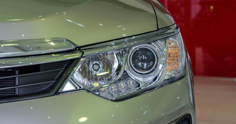Đánh giá xe Toyota Camry 2016 có cụm đèn pha HID - Halogen công nghệ mới.