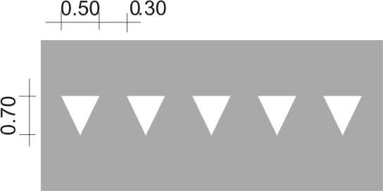 Vạch hình tam giác cân màu trắng