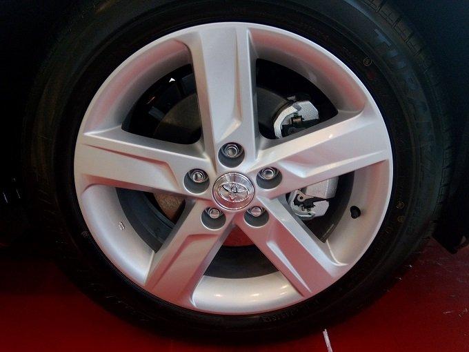Đánh giá xe Toyota Camry 2016 có mâm 16-17 inch tùy phiên bản
