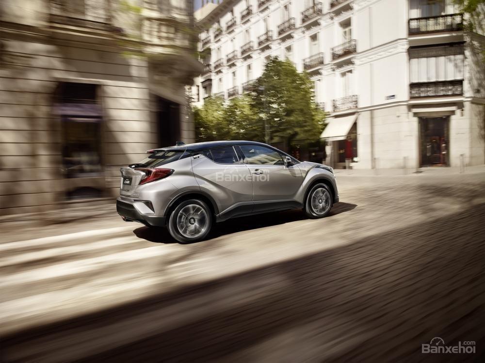 Doanh số xe hybrid của Toyota và Lexus tăng 45% tại châu Âu 1
