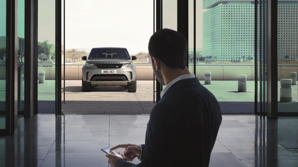 Xem màn ra mắt vô cùng ấn tượng của Land Rover Discovery 2017 tại Paris a12