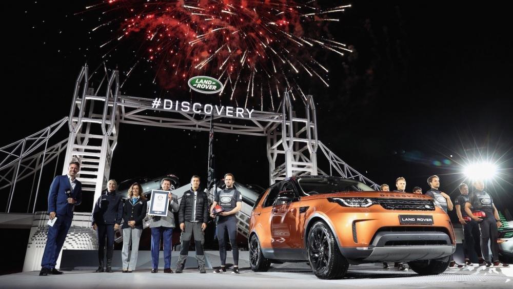 Xem màn ra mắt vô cùng ấn tượng của Land Rover Discovery 2017 tại Paris a29