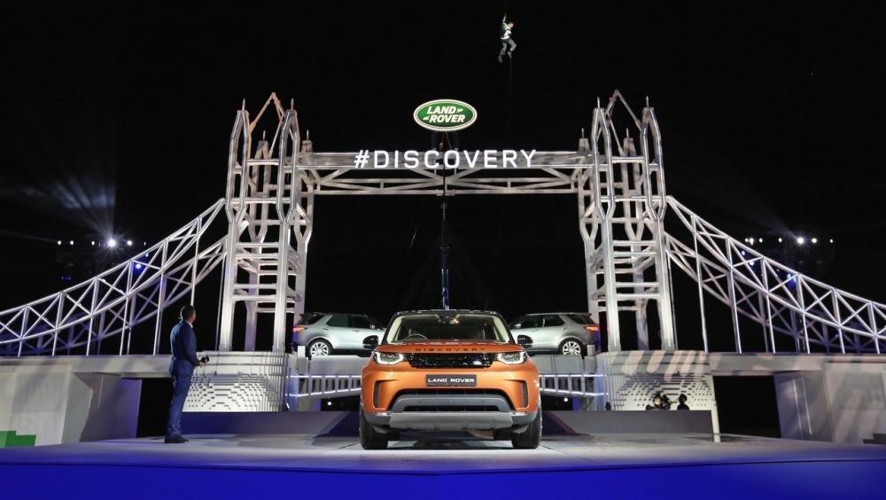 Xem màn ra mắt vô cùng ấn tượng của Land Rover Discovery 2017 tại Paris a32