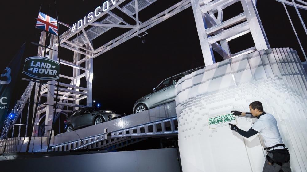Xem màn ra mắt vô cùng ấn tượng của Land Rover Discovery 2017 tại Paris a35