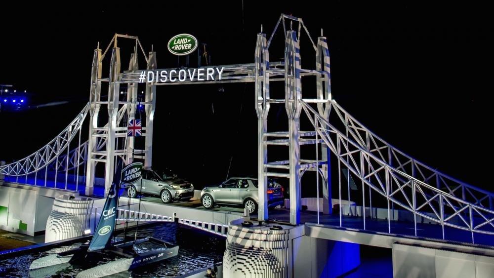 Xem màn ra mắt vô cùng ấn tượng của Land Rover Discovery 2017 tại Paris a34