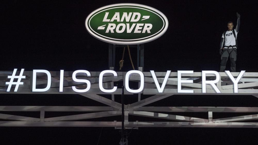 Xem màn ra mắt vô cùng ấn tượng của Land Rover Discovery 2017 tại Paris a38