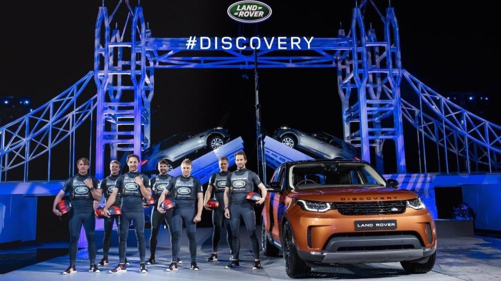Xem màn ra mắt vô cùng ấn tượng của Land Rover Discovery 2017 tại Paris a30